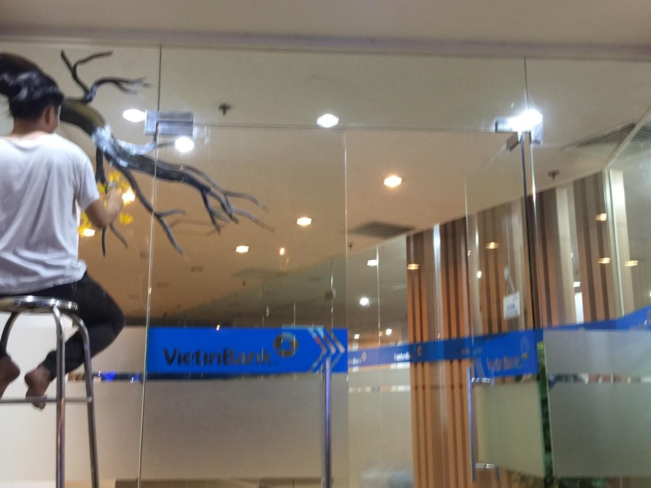 Công trình vẽ tranh trang tí kính tết Ngân Hàng Viettin Bank Quận 1